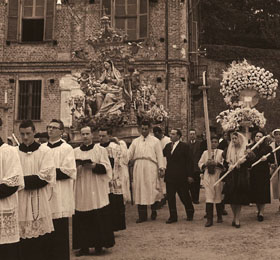 La processione del 6 maggio in piazza Seyssel di Sommariva del Bosco